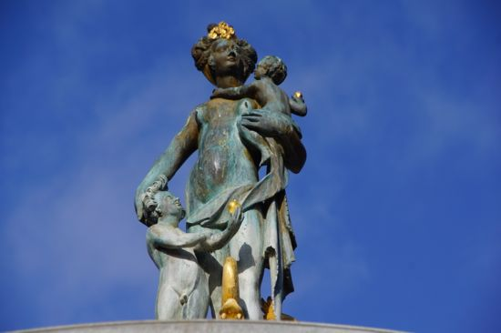 Skulptur gruppen i Caritasspringvandet