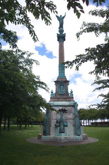 Monument over søhelten Ivar Huitfeldt
