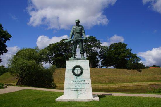 Krigsmindemærke til minde om de faldne under 2. Verdenskrig